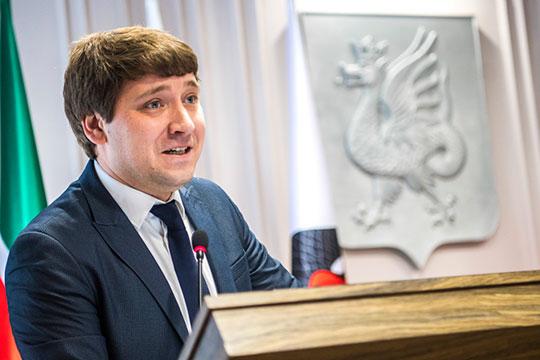 Директор МБУ «Дирекция парков и скверов г. Казани» Марат Закиров работает за зарплату в 97 тыс. рублей