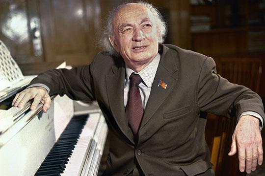 За нас вступился ректор консерватории Назиб Жиганов (на фото) и организатор обкома комсомола Ильгиз Хайруллин