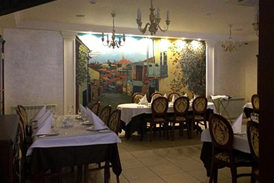 В объявлении ресторана грузинской кухни «Пиросмани» указана цена всего лишь в 12 млн рублей, при площади заведения в 527 кв.м метров