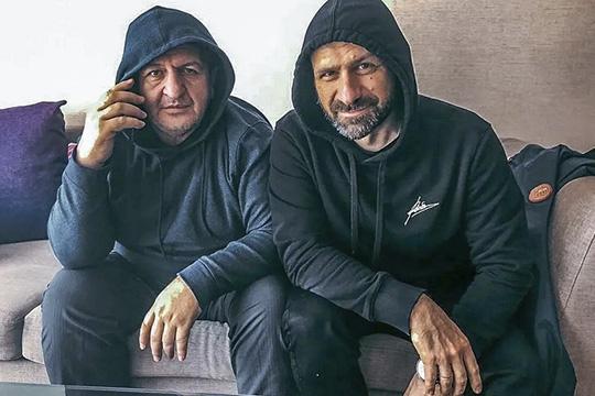 Вэтом году под авторствомАбдулманапа Нурмагомедова (слева)вышла книга «Отец», которая родилась избесед сбизнесменом Игорем Рыбаковым (справа)