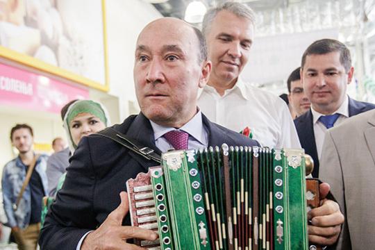 Список Ахметова: названы 35 человек, которые должны спасти татарский язык