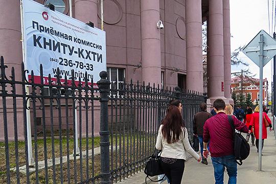 В разгар расследования нового дела Абдуллин утверждал, что Дьяконов, якобы используя служебное положение, организовал систематическое получение взяток от сотрудников вуза