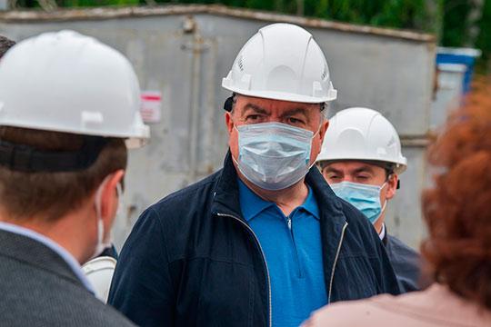 Мэр автограда Наиль Магдеев смог увеличить свой доход почти на полмиллиона рублей. Если по итогам 2018-го он декларировал 4,45 млн, то за прошлый год градоначальник пополнил семейный бюджет на 4,9 млн рублей