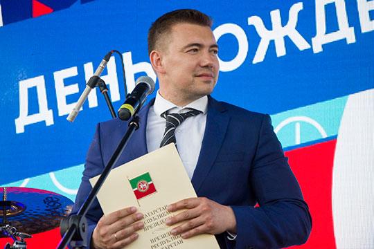 Мэр Иннополиса Руслан Шагалеев получил за год почти два миллиона рублей. К двум квартирам за год глава присовокупил земельный участок площадью 999 кв м и легковой автомобиль KIA Carniva