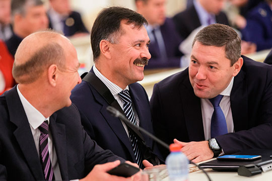 Доход Евгения Варакина (справа) составил 2,7 млн рублей. Азат Нигматзянов (слева) в прошлом году заработал 2,3 млн рублей. Рустем Гафаров (в центре) задекларировал 2,1 млн рублей