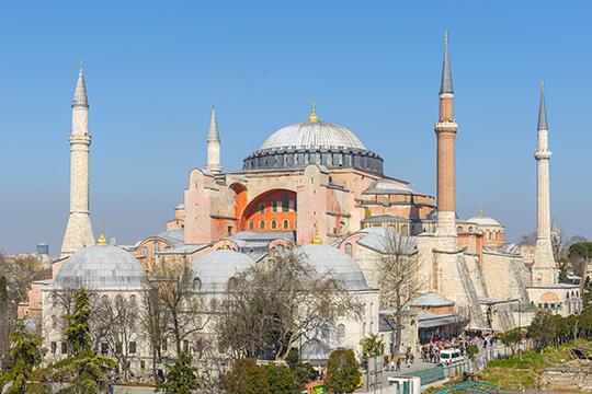 Накануне депутаты Госдумы приняли обращение к турецким коллегам, призывая оставить статус музея у собора Святой Софии в Стамбуле, который в Турции предлагали сделать мечетью