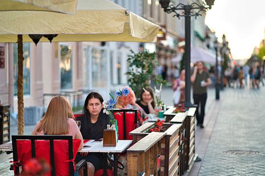 С наступлением жаркой погоды улучшились дела кафе и ресторанов Казани