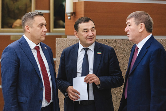 Марат Нуриев (в центре): «Касаемо развития техже [контейнерных] площадок. Хотите заработать— делайте контейнеры, заказывайте»