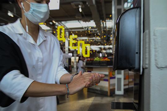 Деньги выделят единоразово ибезвозмездно— 15тыс. рублей и6,5тыс. закаждого сотрудника, чтобы компенсировать затраты надезинфекцию помещений, покупку антисептиков, масок, перчаток, градусников идругих средств профилактики