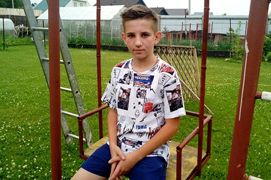 ДвенадцатилетнийБогдан Ковалев из Казани внешне выглядит старше своих лет. У мальчика легочно–кишечная форма муковисцидоза, а это означает, что его организм практически открыт для любых инфекций