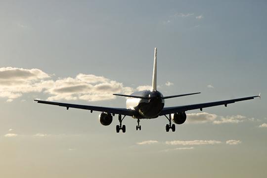 Полеты за границу, можно сказать, зависят от результатов экзаменов, которые мы сдаем каждый год. Если получил троечку — какое-то время придется полетать по России