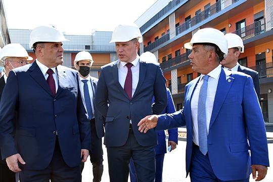 Свой визит премьер начал синспекции новых корпусов республиканской клинической инфекционной больницы вКазани, которые планируется достроить уже к15августа