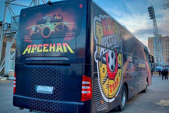 КАМАЗ оказался спонсором тульского «Арсенала» благодаря одному из своих дилеров, который поставил футбольному клубу два автобуса