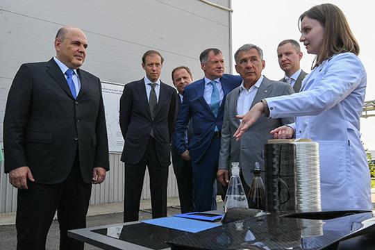 Сегодня вповестке высоких гостей было посещение ООО«Алабуга-Волокно», введенного вэксплуатацию в2015 году. Оно производит углеродные волокна
