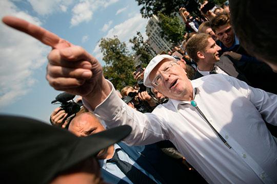 Владимир Жириновский, вспоминая падение Константинополя, в свойственной ему манере, весьма далекой от норм приличия и дипломатии, назвал турок захватчиками