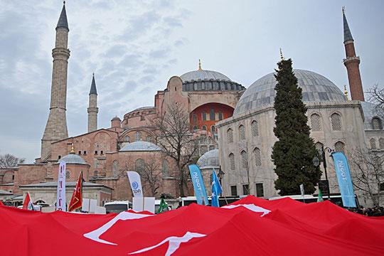«Айя-София, став мечетью, восславит единого для всех Бога»