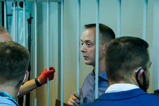 Еще одна громкая история недели — обвинение в госизмене в адрес экс-журналиста «Коммерсанта» и «Ведомостей» Ивана Сафронова