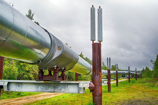 Европа, напомню, является крупнейшим потребителем российских нефти и газа. Чуть менее 30% импортируемой нефти и примерно 37% импортируемого природного газа поступают в Европу именно из РФ