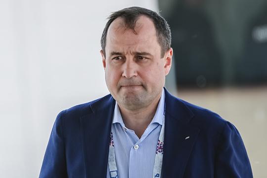 Председатель правления ПАО «Ак Барс» Банк Зуфар Гараев владеющий напрямую 39,99% капитала Камкомбанка, получил контроль над 98,18%