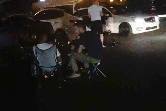 Одним изсамых шумных тусовочных мест стала набережная Казанки унекогда культового ночного клуба«Штат51». Проезжая часть в700 метров еженочнозабита самыми разными авто