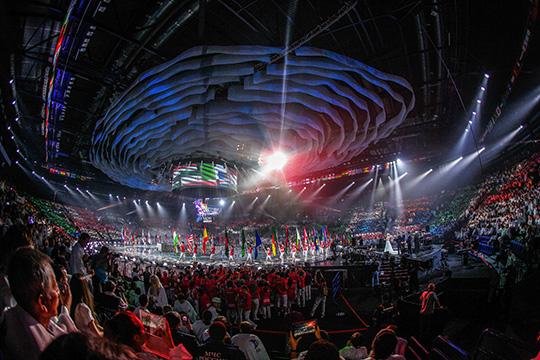 Церемонии открытия и закрытия было решено перенести на аллею Деревни Универсиады. По масштабу действо, конечно, уступит аналогам на ЧМ по водным видам спорта и WorldSkills