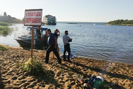 Уже несколько недель чуть ли ни в ежедневном режиме различные ведомства РТ просят людей не купаться на общественных пляжах. Официально запрет на купание еще держится