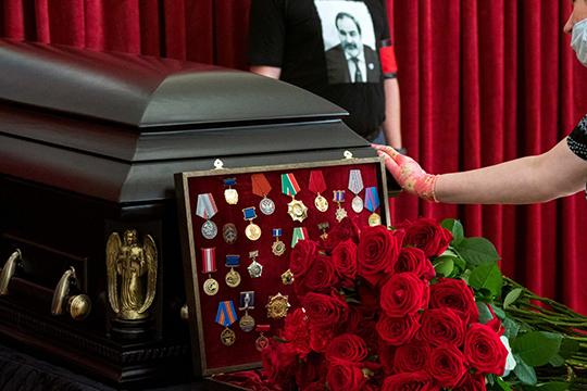 Похоронят Тихомирова в Смоленской области, а отпевание прошло сегодня в храме Смоленской иконы Божией Матери поселка Сухая река