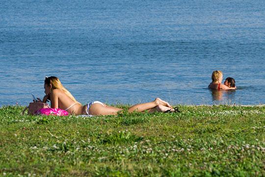 «Система здравоохранения призывает граждан воздержаться от купания на общественных пляжах. Тем более что купание на них запрещено»