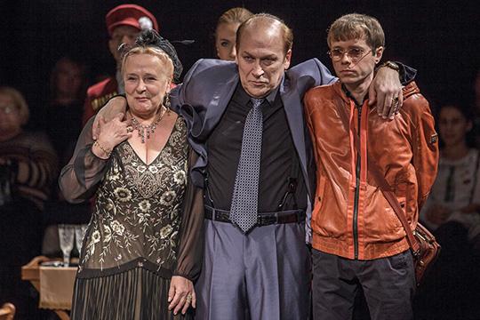 Касса Качаловского театраработает уже спрошлой недели, билеты также можно приобрести насайте. Тем зрителям, которые купили билеты доначала пандемии, нужно связаться садминистратором, чтобы попасть наспектакль