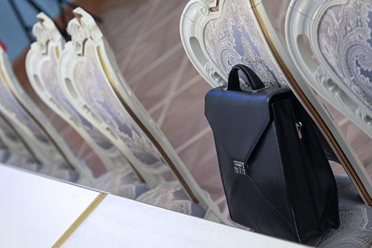 «Состав Госдумы совершенно точно сильно изменится. Трех четвертей «Единой России», как внынешней Думе, уже небудет, это исключено. Будет довольно много побед оппозиционных кандидатов водномандатных округах»
