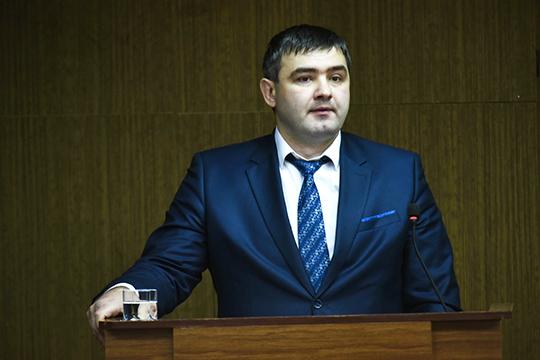 Этой веснойнасмену Хабибуллину пришел 37-летний начальник отдела мунзаказа исполкома ЧелновАзамат Вильданов