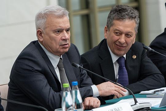 в 2014 году глава «Лукойла» Вагит Алекперов (слева) заявил об уязвимости российских нефтяников от поставок из тех же США, отметив при этом большой внутренний потенциал импортозамещения
