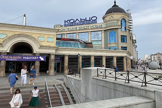 Вторговом центре «Кольцо», судя пообъявлению увхода состороны ул.Пушкина, уже работают 7 магазинов