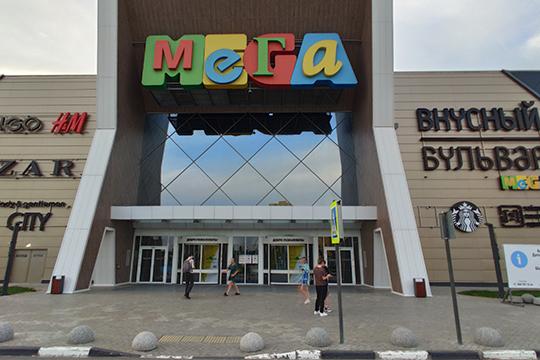 В«Меге» также можно встретить обилие работающих магазинов, правда, искать ихпридется поуказателям ирядом сэвакуационными выходами
