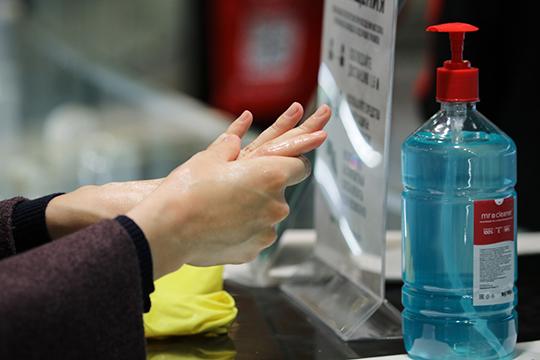 До начала работы магазины также должны закупить маски и перчатки для посетителей, и установить антисептики в зоне доступа, а также приобрести бактерицидную лампу