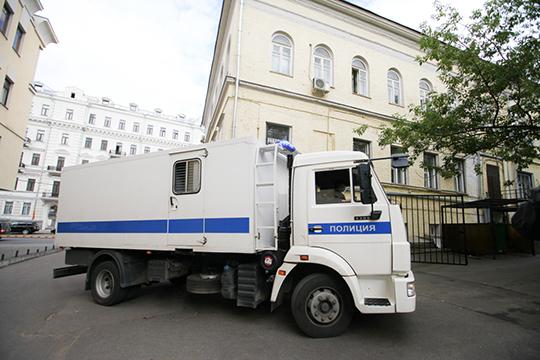 Вдекабре 2009 года Садретдинов был задержан, однако моментально оказался насвободе под подпиской оневыезде. Ав2010 году дело вотношении высокопоставленного чиновника было закрыто