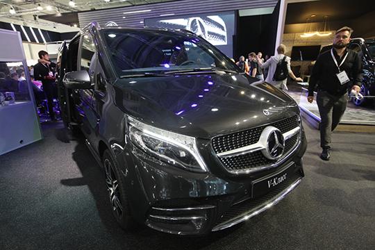 Погоню залидером вТатарстане возглавляет Mercedes-Benz с11,2тыс. авто, причем запоследний год его гараж увеличился на11%, азапять лет— почти надве трети