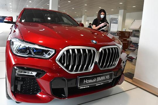 Абсолютный лидер премиального сегмента РТпообщему количеству автомобилей— BMW. В«отряде» чемпиона 14514 авто, ктомуже впрошлом году онпоказал наибольшую абсолютную прибавку— плюс 1185 единиц