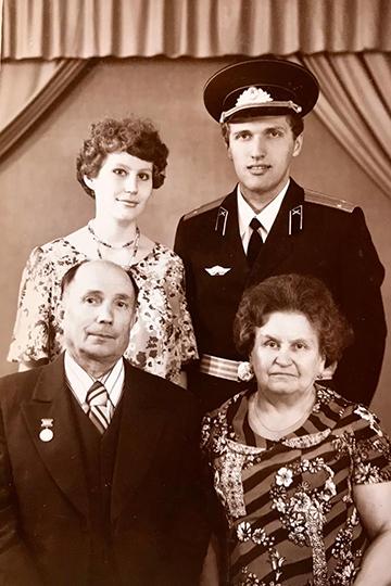Энвер Бакиров в кругу семьи