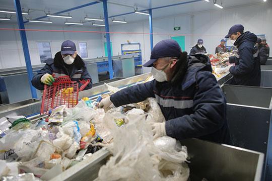 В Челнах на сортировку попадает 100% «смешанного» ТКО. Это примерно 190 тыс. т отходов. Во вторичное использование идет около 8% от объема ТКО