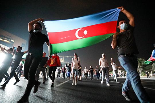 Шестой день продолжается обмен ударами наармяно-азербайджанской границе. Вопреки ожиданиям экспертов оскорой деэскалации иначале переговорного процесса, конфликт уже стал крупнейшим с2016 года