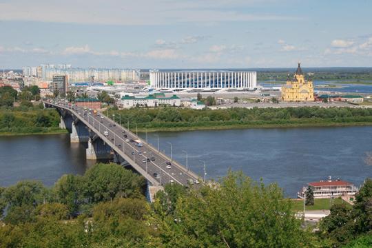 Нижний Новгород— это центр всего, что может быть врегионе, именно здесь находятся илучшие бары, рестораны, гостиницы, Кремль, усадьбы итак далее