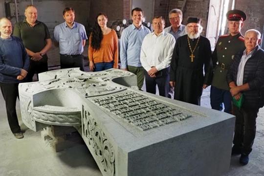 Памятный знак ввиде 5-тонного поклонного креста Ермаку иего дружине планировалось установить впарке «Ермаково поле» 16августа— вдень 435-летия содня гибели Ермака
