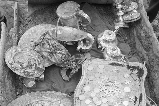 Есть некоторые подсчеты, сколько отправляли вОрду хлеба или позднее серебра. Для Руси получается значительная сумма, нопомеркам Золотой Орды, довольно незначительная