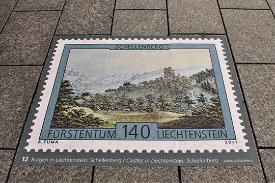 В Вадуце изображения почтовых марок можно встретить даже напешеходной брусчатке
