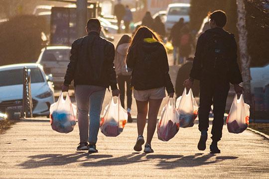 По данным Татарстанстата, в апреле розничные продажи рухнули на -27,6%, в мае — на 21,7%. Если вторая волна эпидемии все-таки нахлынет, последствия для торговли будут самыми серьезными