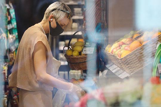 Ряд продуктов все-таки могут подешеветь даже в России, особенно когда речь заходит о перепроизводстве — как это происходит с сахаром сейчас, а относительно недавно было с гречкой