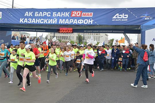 Казанский марафон-2018 стал четвертым ипредпоследним насегодняшний день главным беговым событием Татарстана. Тот майский старт собрал больше 10тыс. любителей бега из28 стран