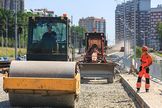Перевыполнившие план строительства дорог регионы получат доплату всумме 100млрд рублей, пообещал глава кабмина