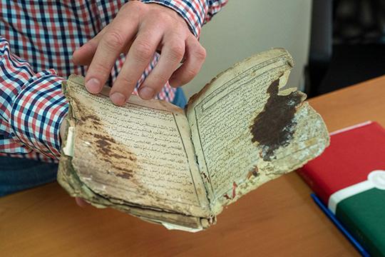 Поиск изданий для оцифровки— самая сложная часть работы. Участники проекта нераз отправлялись вэкспедиции потатарским селам впоисках редких манускриптов
